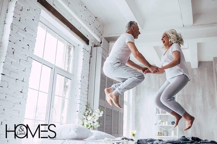elderly-couple-warm-embrace-laughing-2