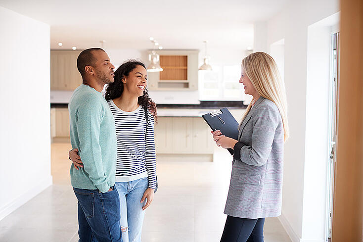 home-buying-agent-couple-1
