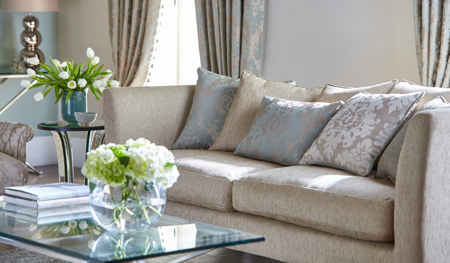 A real estate virtual tour of a tastefully decorated living room